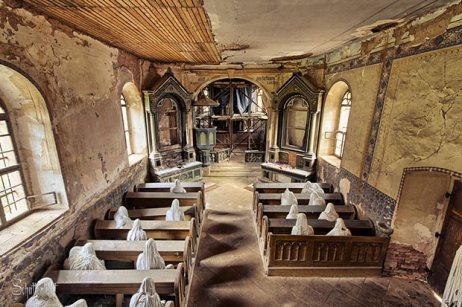 mysterious_abandoned_ghost_church_04pr