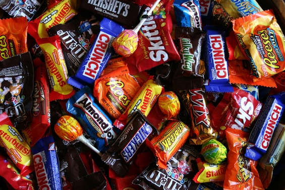 ROU9s6halloween-candy-buy-back-family-cosme-90.jpeg